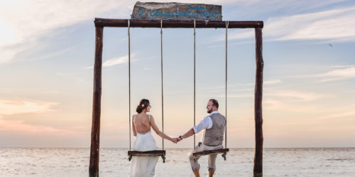 Trash the dress in Holbox - Monika & Andrew